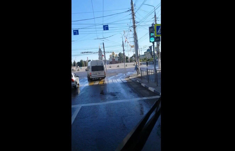 В центре Тулы водитель маршрутки нарушил ПДД