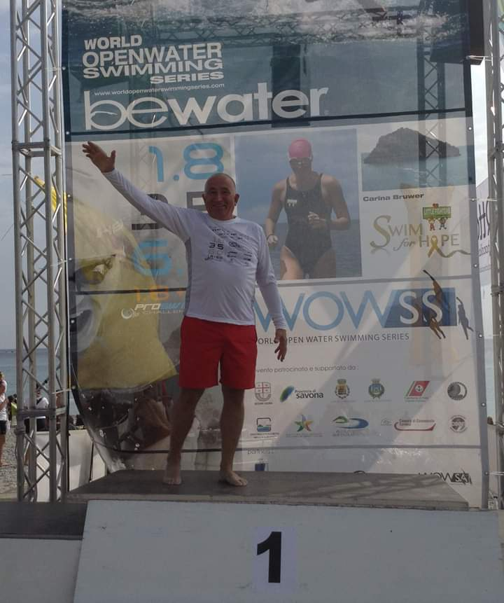 Калужанин переплыл Босфор в 69 лет