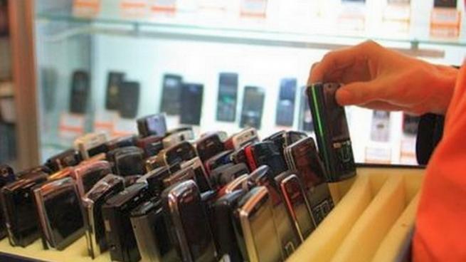 В салоне сотовой связи туляк продал товары «мимо» кассы