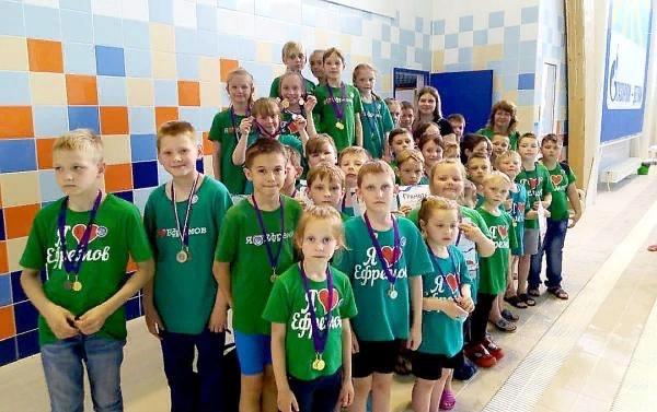 Ефремовские спортсмены приняли участие в закрытии плавательного сезона