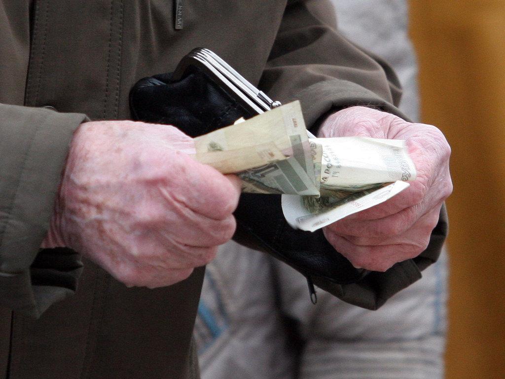 Лжесотрудник банка обокрал пенсионерку в Новомосковске