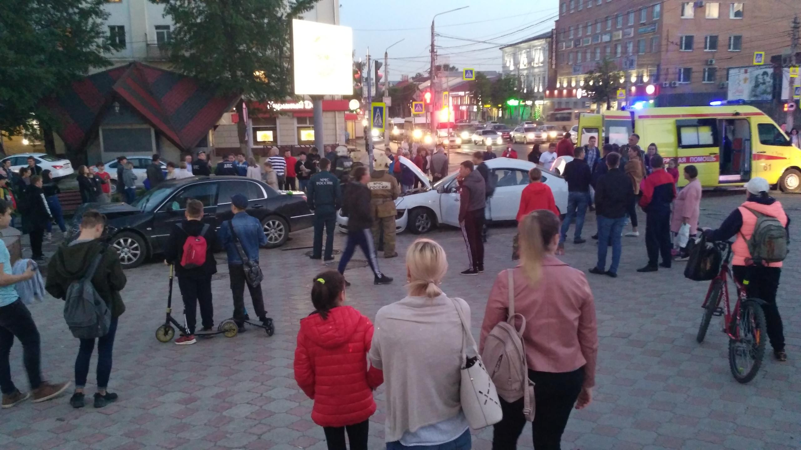 Десятки туляков собрались на месте серьёзного ДТП в Туле
