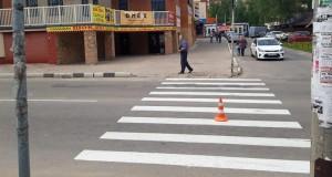 Водитель сбил женщину на переходе и скрылся