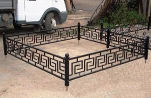 Заключенные сухиничской колонии изготовили ограду для сквера Победы