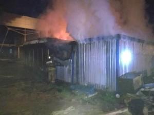 Строительные вагончики сгорели на Правобережье