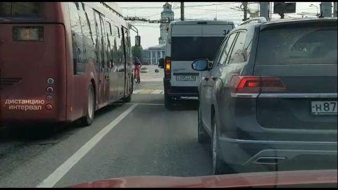 В Туле водитель автолайна грубо нарушил ПДД