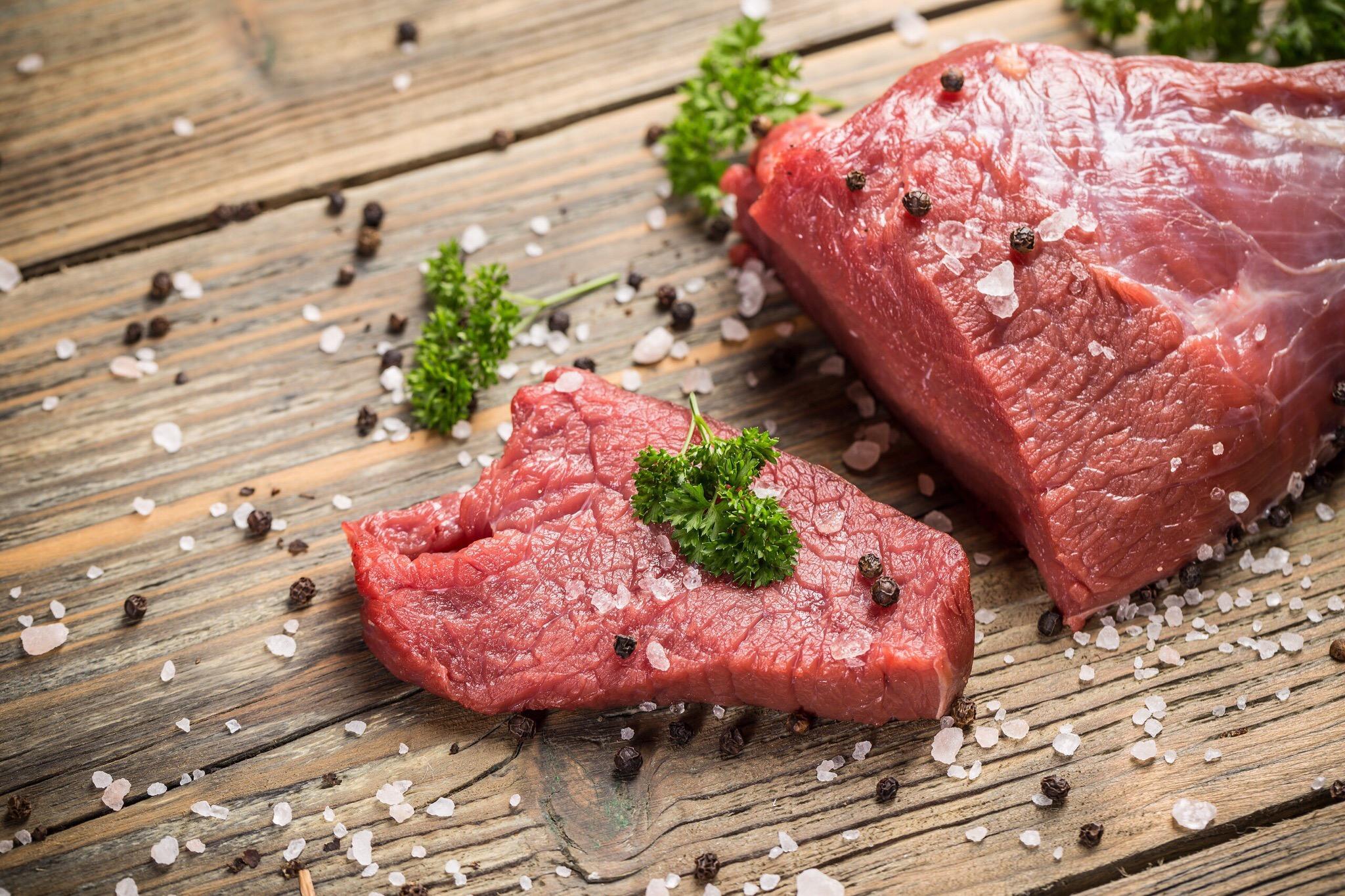 В тульском кафе нашли тухлое мясо без маркировки