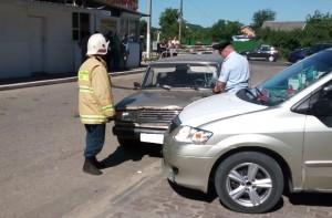 Легковушка сбила пешехода и врезалась в припаркованную машину в Белоусово